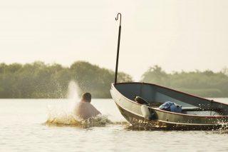 Vaarroute Eernewoude. Varen met de boot in de Alde Feanen bij Earnewald. Foto: Marcel van Kammen